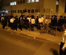 ההפגנה מחוץ לאולמי זוועהיל, הערב - החרדי הקיצוני הפגין נגד חרדים ימנים ונעצר