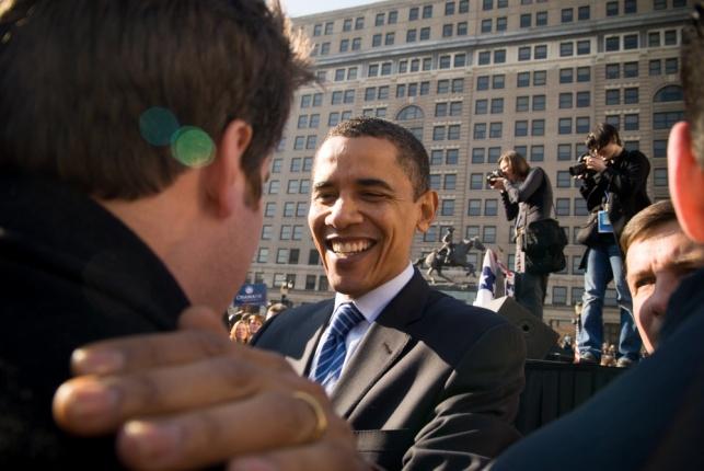 """כמה עולה להצטלם עם נשיא ארה""""ב אובמה?"""