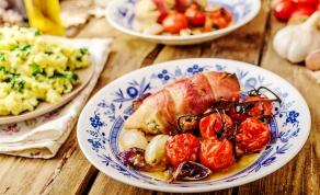 חזה עוף במילוי עגבניות מיובשות עטוף בפסטרמה