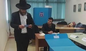 """מנהל ת""""ת """"חקרי לב"""" הרב שמעון דורלכר מצביע"""