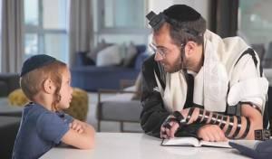 צפו: האבא מסביר לבן, למה הוא לא מתפלל במניין