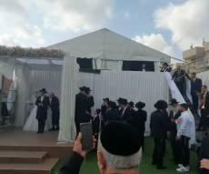הזמר ריגש את החתן שנישא ללא הוריו • צפו