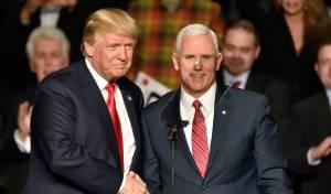 טראמפ ופנס - סגן הנשיא פנס מכחיש כי הוא נערך לבחירות