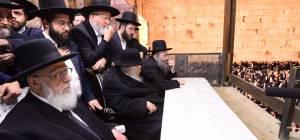 אלפים בעצרת תפילה בכותל המערבי • צפו