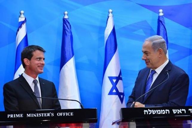 """דיווח: ישראל """"טיפלה"""" בטלפון של ראש ממשלת צרפת"""