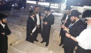 גדול החזנים: החזנים עלו לקברו של יוסל'ה