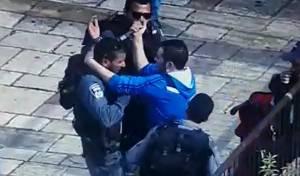תיעוד: המחבל שולף סכין ומסתער על הלוחם, נורה ומחוסל
