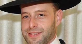 יהודה שטרן - פלפול: מתי חייבים בכבוד האח הגדול