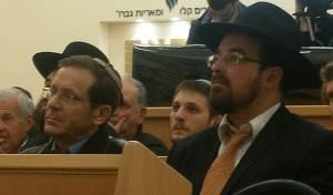 """הרב הורביץ וח""""כ הרצוג - חגיגת הכנסת ספר תורה בשכונת 'צהלה'   תיעוד"""