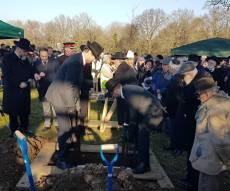 רגעי הקבורה