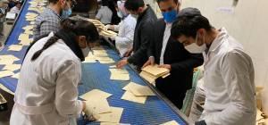 רבה הראשי של איראן באפיית מצות בטהרן