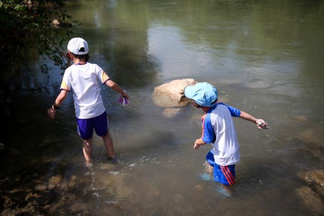 ילדים בנהר הירדן