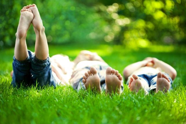 לשמור על הילדים בקיץ. אילוסטרציה