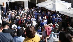 היהודים ממתינים בשערי ההר