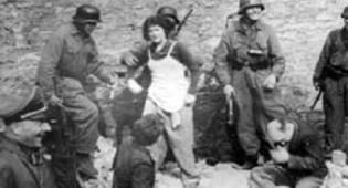 חיילים גרמנים שולפים יהודים שהתחבאו בתוך בונקר בגטו וורשה בו אירע המרד - הרבנים לא תמיד שללו את המרד בנאצים