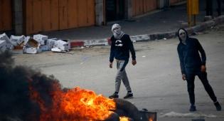 פלסטינים מתפרעים, אילוסטרציה