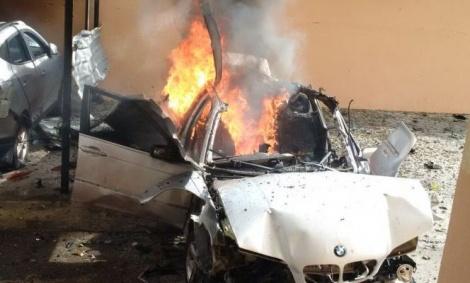 """הרכב לאחר הפיצוץ - """"זוג סוכנים ישראלים ניסו לחסל את חמאדן"""""""
