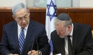 ראש הממשלה נפרד ממזכיר הממשלה החרדי