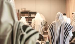 מהיום: עליה במספר המתפללים בבית כנסת