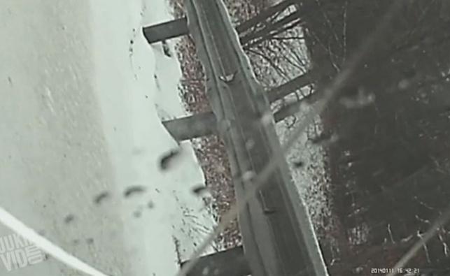 מזווית הנהג: התהפכות של מכונית על קרח