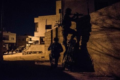 """חיילי צה""""ל בפעילות השבוע בשכם - נמשכים החיפושים אחר חוליית הרוצחים"""