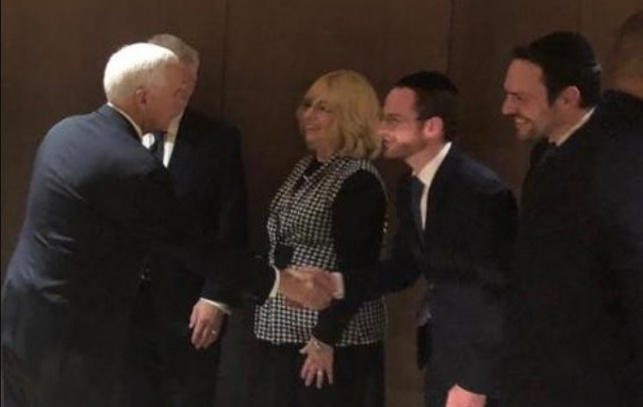 """סגן הנשיא מייק פנס ביקר גם ב""""אש התורה"""""""