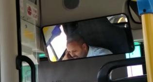 צפו: נהג אוטובוס משוחח בסלולרי בנסיעה