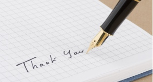 חתימה בצד שמאל - אנשים שיוצרים קשר טוב עם החברה