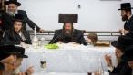 """האדמו""""ר מביטשקוב ערך טיש בעיר יפו • תיעוד"""