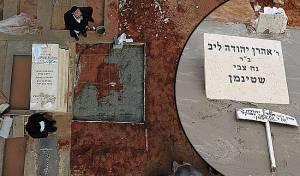 """עבודות להקמת מצבה בקבר מרן זצ""""ל • צפו"""