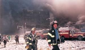 כוחות ההצלה, על רקע ענני האבק - אלפי נפגעים מאבק קריסת מגדלי התאומים