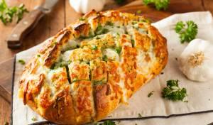 לחם נתלש עם גבינה ושום