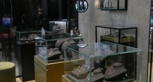 חנות המותג. Meira T - סיפורו של מותג התכשיטים שכבש את עולם הזוהר