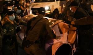 'מיצג' שנזרק לעבר השוטרים