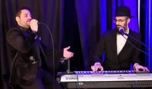 בן שמעון לייב: הזמר גד אלבז בקומזיץ לייב