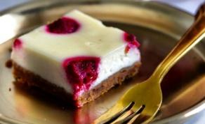 עוגת גבינה ופטל אדום של הקונדיטורית חסי סגל