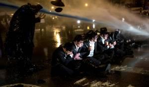 """הפגנה של הפלג הירושלמי. ארכיון - הפלג יפגין מחר; לראשונה מפטירת הגר""""ש"""
