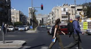 אילוסטרציה - לבטל רמזור ירוק להולכי רגל יחד עם הרכבים