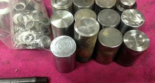 נחשפה מעבדה לייצור נשק ומטבעות מזוייפים