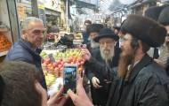 הרב סייר בשוק והתריע בסוחרים על שבת