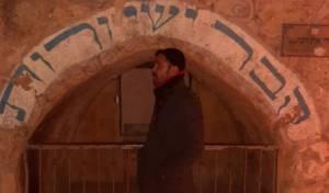תפילה ומעיין: סיור עם מגיש טלוויזיה בחברון