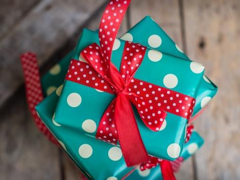 עדיין מחפשים את המתנה המושלמת לפסח? אילוסטרציה - המתנה המושלמת לפסח: בושם לאישה או לבת