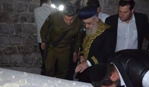 """הראשל""""צ בקבר יוסף: """"זו פעילות של דאעש"""""""