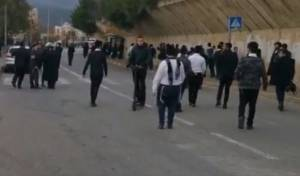 מפתיע: הקנאים הפגינו מול ביתו של פקח 'גדולי ישראל'