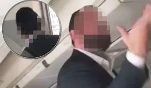 """תיעוד מתוך המטוס - """"טיסת היין"""": נוסע השתכר וצרח במטוס"""