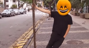 מיכה גמרמן וארי גולדוואג בקליפ אקאפלה