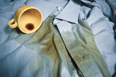 כתמים שרק מחכים לכביסה. אילוסטרציה - איך נציל את הבגדים מהכתמים שמצטברים בתשעת הימים?