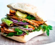 המבורגר חזה עוף במרינדת צ'ילי מתוק וסויה
