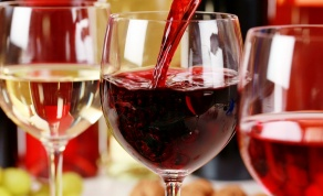 בכוס אחרת, הטעם היה שונה. - הידעתם? צורת הכוס משפיעה על טעם היין