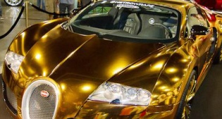 מגלומניות: זמר ציפה את רכבו בזהב